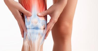 Dolor en la parte externa de la rodilla al estirarla