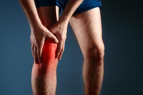 dolor severo en la pierna superior derecha